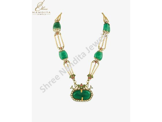 This #PureGold raw pieces of #emerald #necklace by ‪#‎ShreeNandita‬ can be the élite way to compliment your splendid prettiness during different occasions. Fashioned with exquisite #emerald and #Kundan & #Polki #stones, this ‪#‎Necklace‬ is a classy blend of graceful ethnicity with lavish modernity. For this and more such boutique #jewelry items check out the local store of #Shree #Nandita!