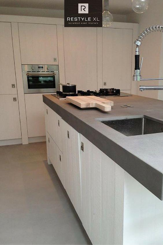 witte keuken van sloophout. #restylexl #wit #witte #keukens, Deco ideeën