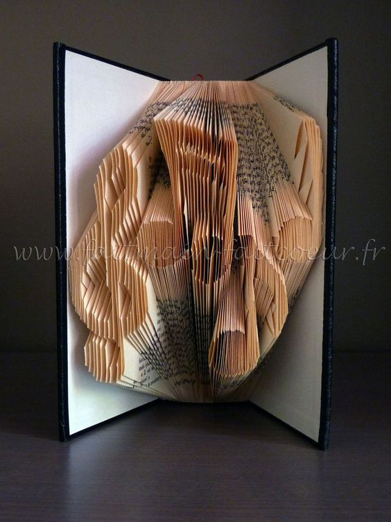 Patron livre plié notes de musique (Music notes folded book pattern)