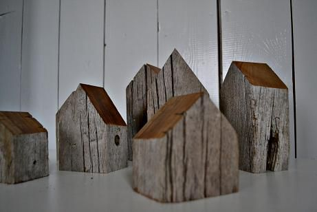 Little wooden houses Miniature Wooden House, Hand Painted Wood House, Small Wooden House, Modern Wood Decor, Decorative - huse i træ drivtømmer malet vindue og tag mini hus