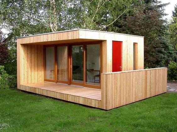 schönes Gartenhaus aus Holz mit modernem Design Garten