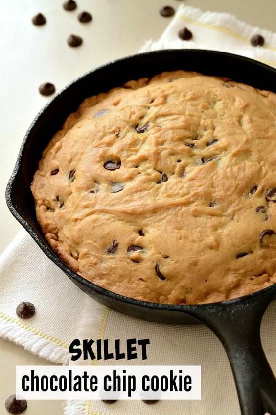 Skillet chocolate chip cookie, Big cookie and Skillet cookie on ...