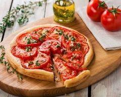Tarte à la tomate, moutarde et herbes de provence http://www.cuisineaz.com/recettes/tarte-a-la-tomate-moutarde-et-herbes-de-provence-9590.aspx