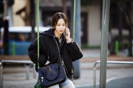 """Han Ye Seul Successfully Transforms Into A Frustrated Reporter In """"Big Issue"""""""