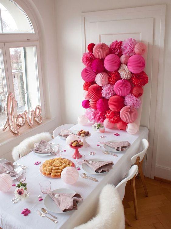 Joli déco Saint Valentine / Valentine's party decor with lanterns and balloon