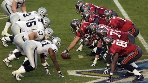 Super Bowl Xxxvii Tampa Bay Buccaneers 48 Oakland Raiders 21 Mvp Buccaneers Safety Dexter Jackson A Bevy Of Bucs Oakland Raiders Raiders Dexter Jackson