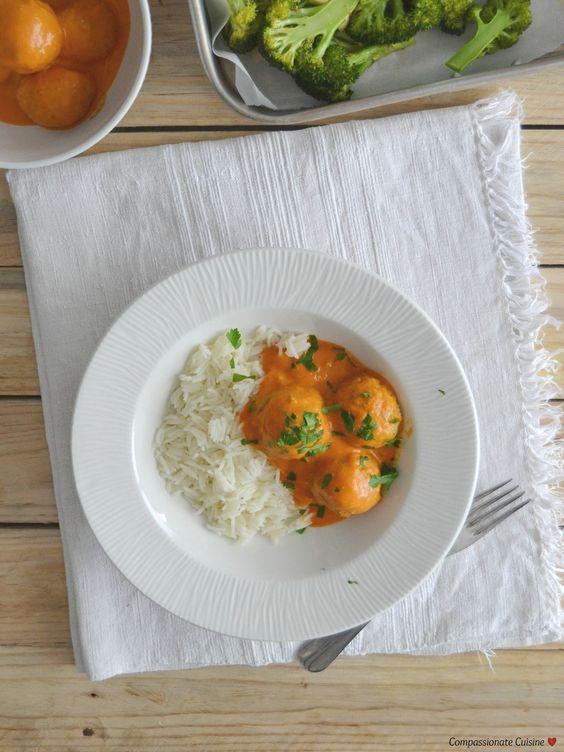 Almondegas de lentilhas com molho de coco e tomate + Brócolos assados - Compassionate Cuisine
