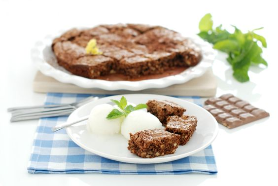 El brownie es de los bizcochos americanos más conocidos. Mezcla de harina, nueces, huevo, mantequilla y chocolate. Una bomba calórica deliciosa.