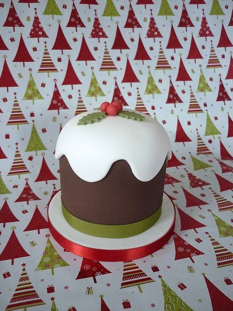 Christmas pudding cake by The Designer Cake Company, via Flickr