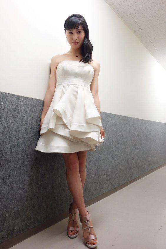 白ドレスの土屋太鳳