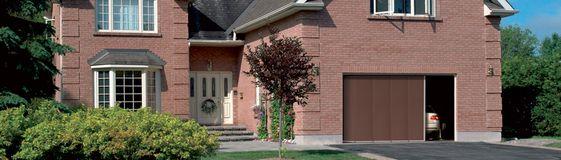 porte de garage sectionnelle à ouverture basculante