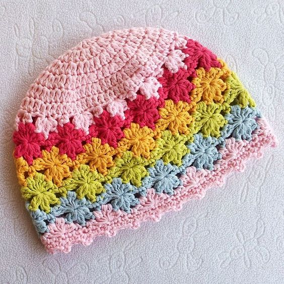 Super sweet little beanie. Perenni by Deanne Ramsay on Ravelry. This pattern is available as a free Ravelry download.
