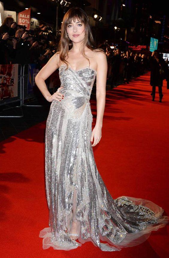 Hot or Not -  Dakota Johnson in abito lungo argentato