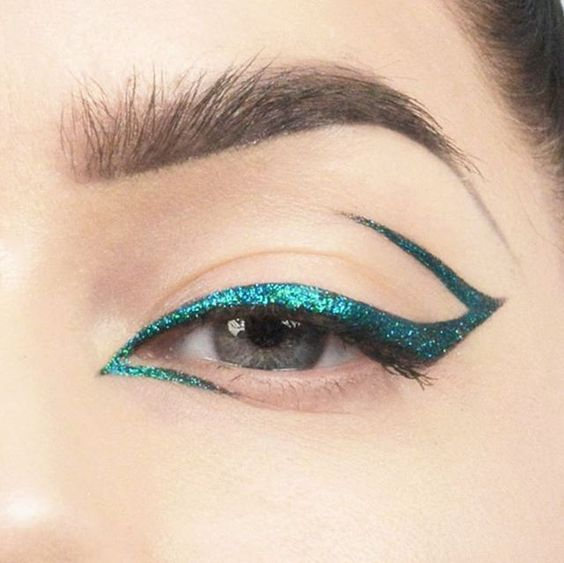 """slanting """"z"""" style glitter eye liner makeup                              …"""