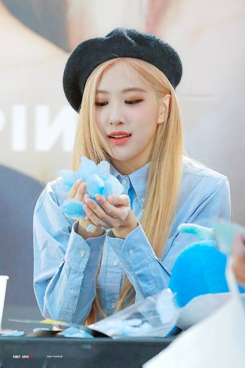 Enter Talk Female Idols Who Should Ve Been Born With Blonde Hair Pann좋아 Rose Blonde Rose Blonde Hair Blonde Hair Kpop