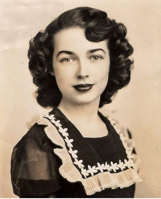 40s Beauty In 2020 1940s Hairstyles Retro Hairstyles Vintage Glamour