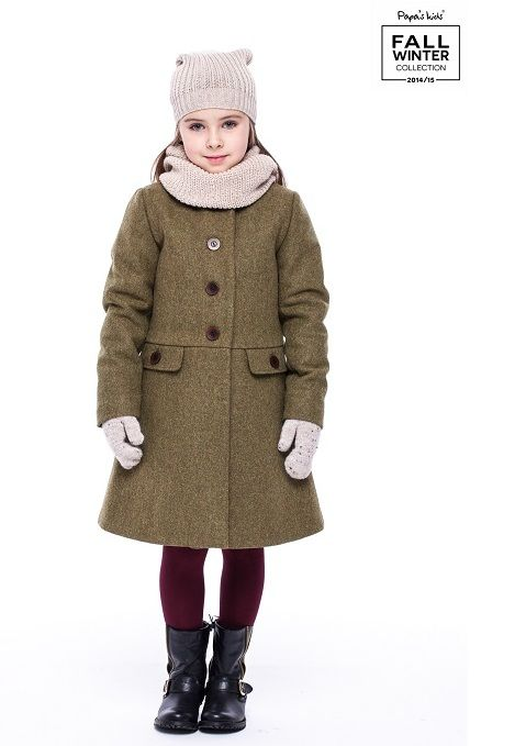 Worm and stylish winter coat for girl made of 100% wool.