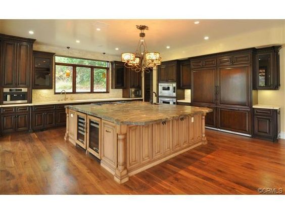 Gorgeous kitchen.  WHO LIVES HERE?  wonder if they'd let me move in?