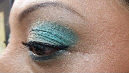Maquillaje azul celeste