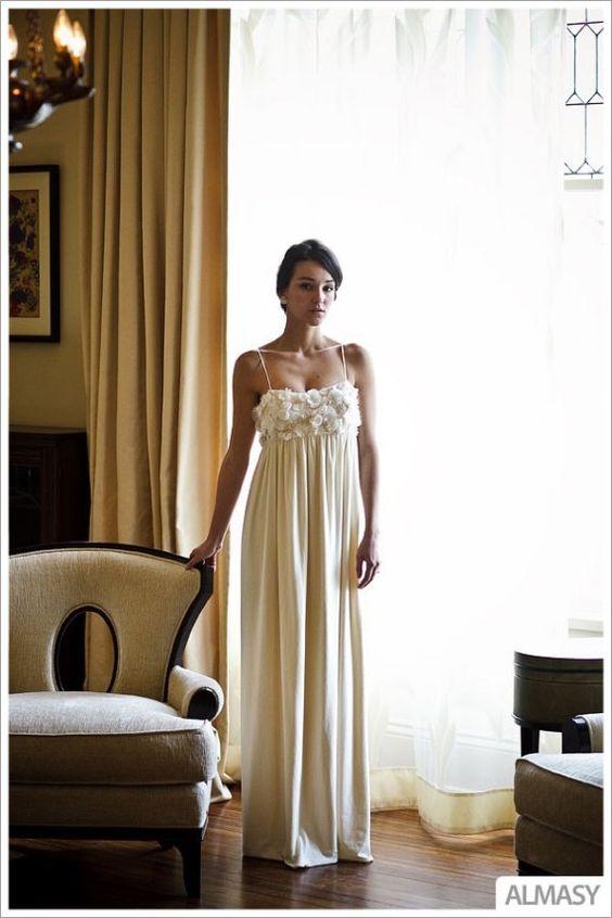 Dieses romantische Kleid von Etsy-Designer Morgan Boszilkov hat ein wunderschönes Hanf/Seiden-Bustier. Der Rest des Kleides ist aus Bambus und ökologischer Baumwolle. Perfekt für eine Hochzeit unter freiem Himmel ($1,300).