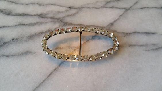 Vintage Brass gran óvalo con Grapas cristalino claro de diamantes de imitación de la broche, con C corchete