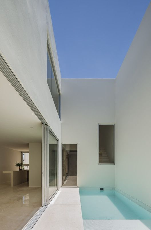 Galeria De Casa Monteblanco 26 Warm Architects 6 In 2020 Luxury House Designs House Design House