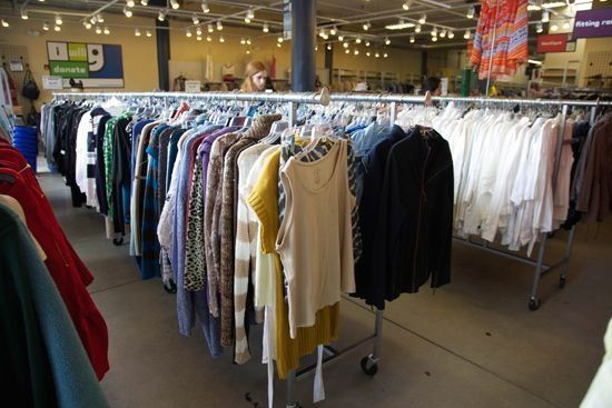 Thrift Stores 101 A Complete Guide To Thrift Store Shopping 1000 Complete G S In 2020 Thrift Store Outfits Thrift Store Fashion Outfits Thrift Store Fashion
