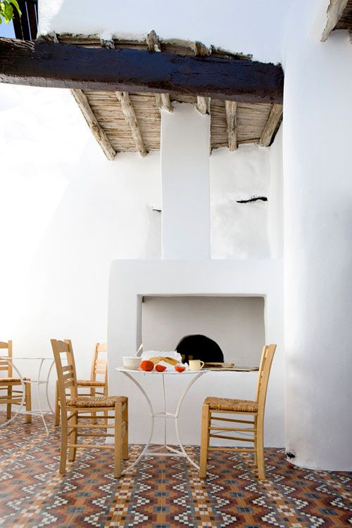 a lovely courtyard in greece: