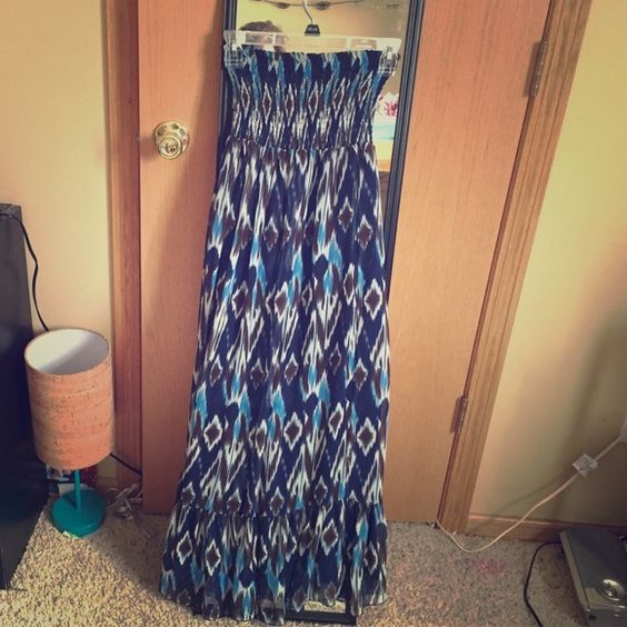 NWOT Boho gypsy maxi dress The brand is Arden B. Size XS and I am 5'3 and it fit me perfectly. Even more beautiful when paired with a belt or cardigan! Arden B Dresses Maxi