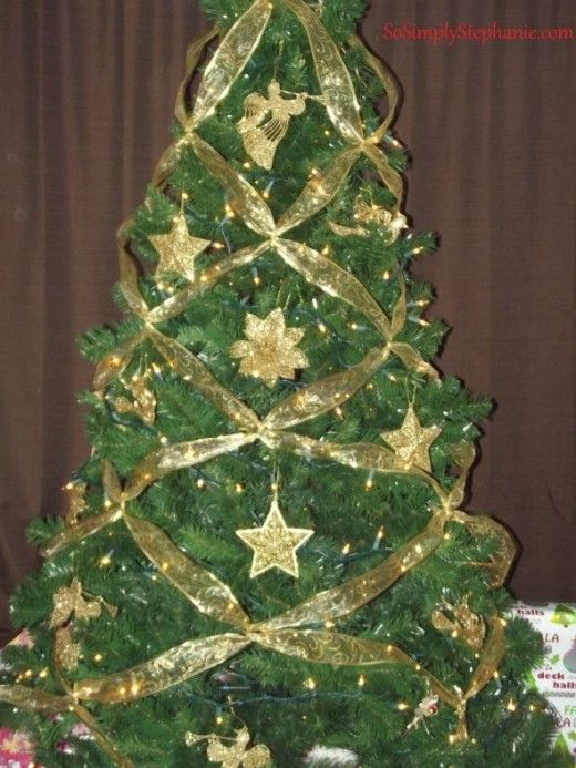 How to criss cross ribbons on a christmas tree trees - Christmas tree with ribbons ...