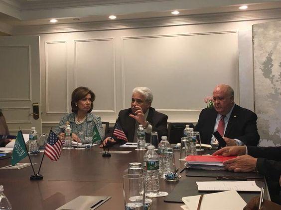 وزير التجارة: الشركات الأمريكية التي سيرخص لها ستدرب مواطنين وتوظفهم بمراكز قيادية