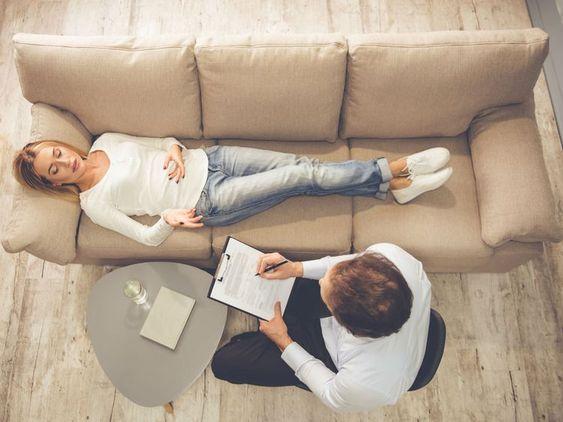 Quelle est la différence entre un psychiatre, un psychologue, un psychothérapeute et un psychanalyste ? Chez qui faut-il prendre rendez-vous en cas de...