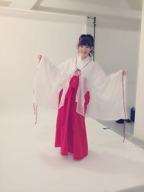 巫女さん衣装の岡田奈々