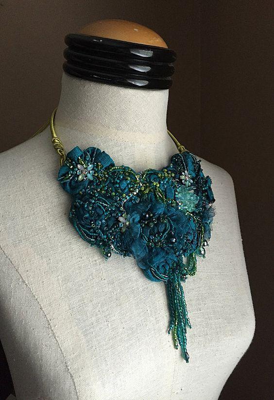CAPRI Teal bleu vert perlé Textile déclaration par carlafoxdesign
