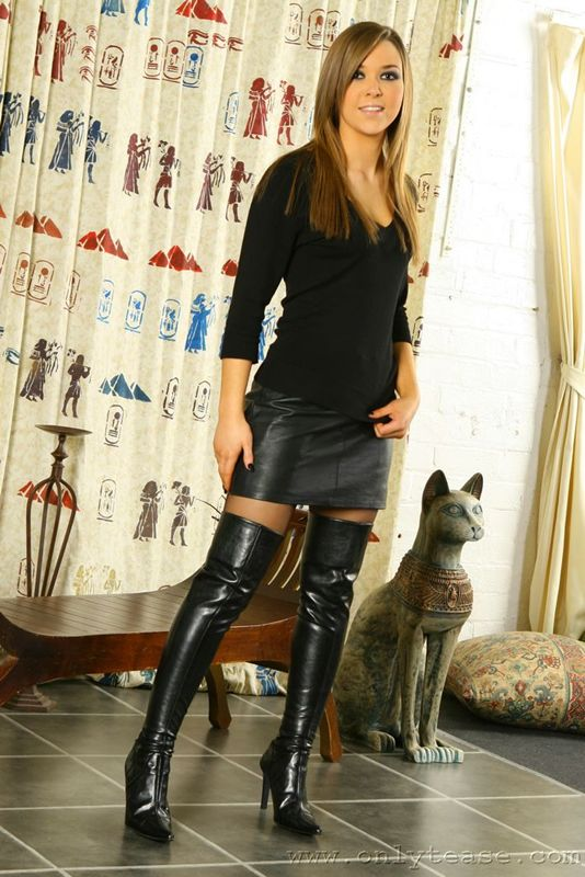 Women In Leather Boots - Cr Boot