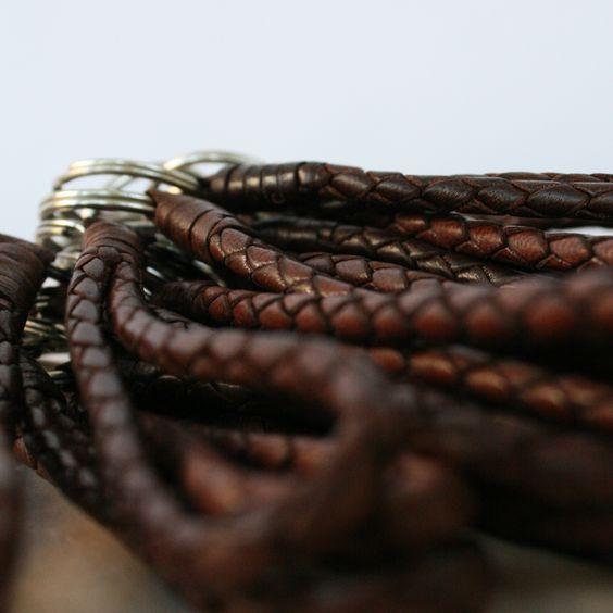 Schlüsselanhänger Flechtlederband kurz -   #schoenebeute #ghanin #Schmuck
