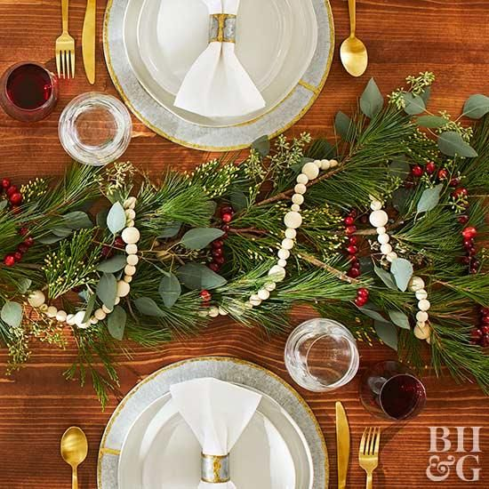 25 Simple Christmas Centerpieces Christmas Centerpieces Christmas Tabletop Christmas Table Decorations