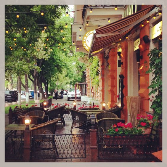 Кофейня под дождем.  #Odessa #cafe #Ukraine #spring #raining #Eastern Europe #Одесса #Украина #кафе
