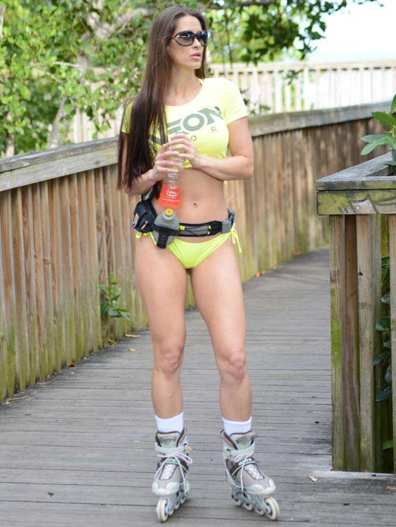 anais zanotti bikini skater   Anais Zanotti Rollerskating Photos: Miami 2014 -03 - Full Size
