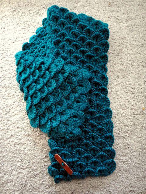 crocodile stitch scarf: