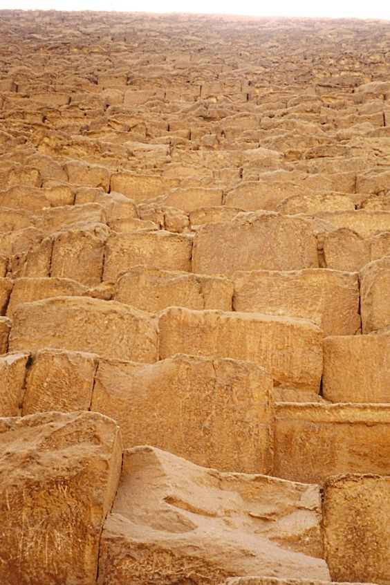 khu02 - Looking up Khufu's Pyramid