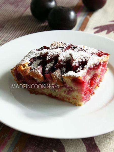 Gâteau aux prunes.  Délicieux, aérien (grâce au bicarbonate), sucré comme j'aime. Pour ceux qui aiment bien bien sucré, rajouter plus de sucre.