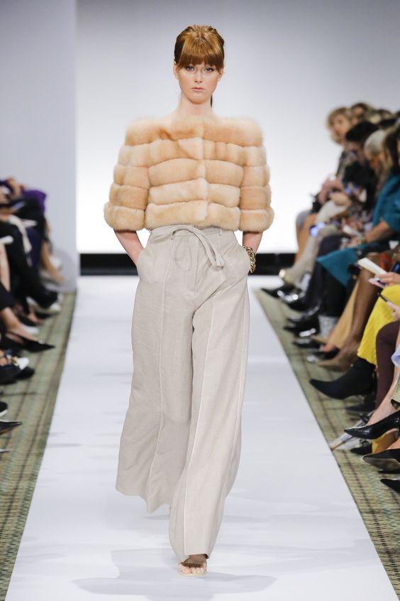Dennis Basso Spring 2019 Ready-to-Wear Fashion Show Collection: See the complete Dennis Basso Spring 2019 Ready-to-Wear collection. Look 14