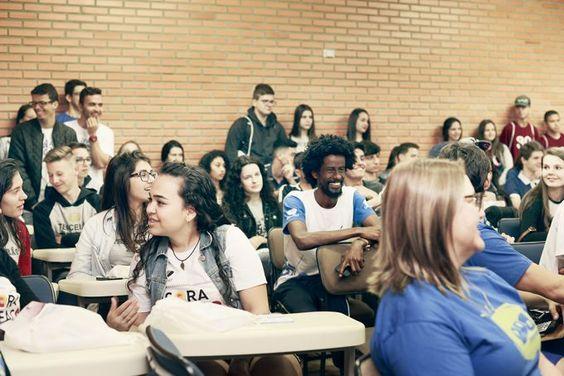 OPA reúne 5 mil jovens para debate sobre profissões, em Itajaí