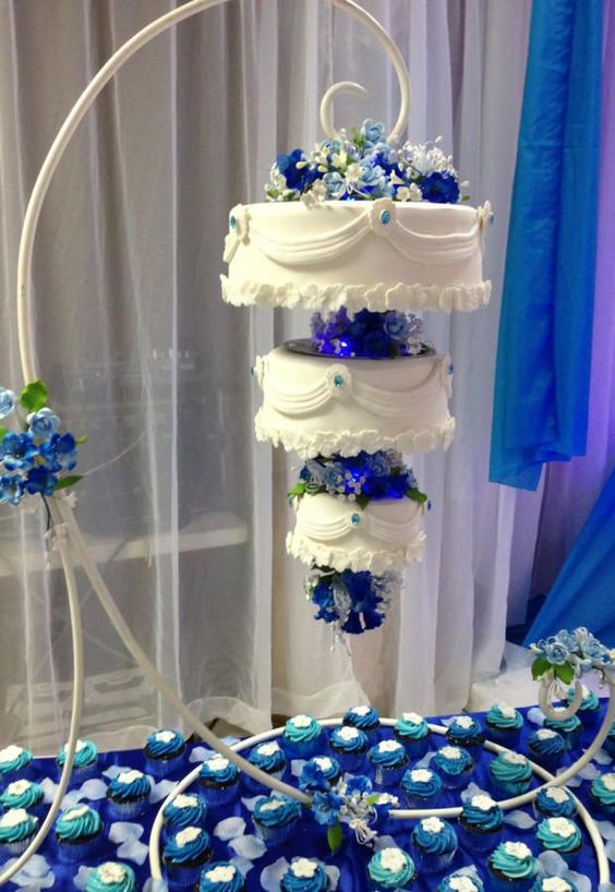 Hanging Cakes by MsTreatz - http://cakesdecor.com/cakes/281174-hanging-cakes: