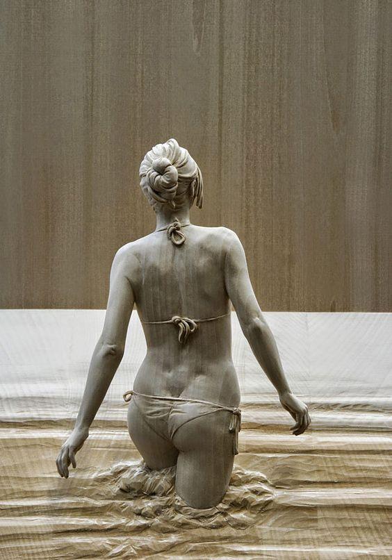 No te pierdas el realismo del escultor italiano Peter Demetz, quien expone contemplación y reflexión en madera con sus propias manos.