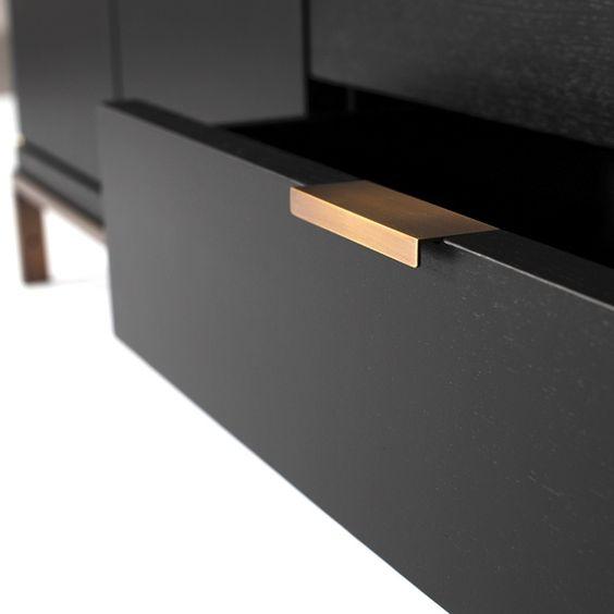 black dresser, gold hardware. NOTA BENE laag dressoir | Van Rossum MeubelenVan Rossum Meubelen