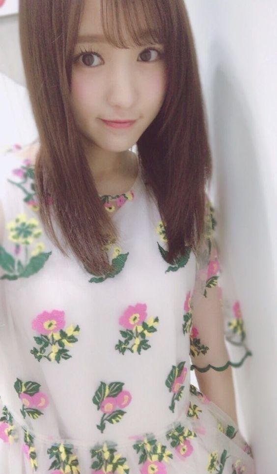花柄の服の菅井友香