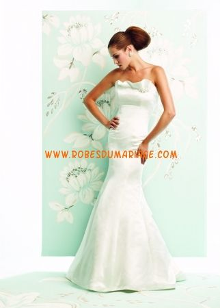 Paloma Blanca belle robe de mariée simple sans bretelle ornée de pli satin
