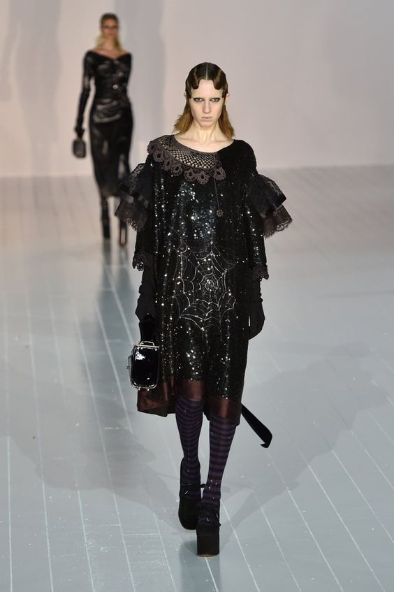 Pin for Later: Marc Jacobs's Autumn/Winter '16 Was Made For the Drama Queen in…:
